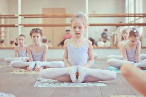 benefits of ballet Considering that the basic equipment (ahem, a ballet barre) and many of the moves are based on classic ballet positions, it's no surprise barre was developed by a ballerina.